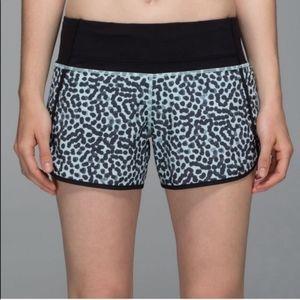 """Lululemon tracker shorts 4"""" size 10"""